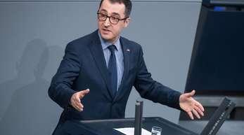 Cem Özdemir, Bundesvorsitzender der Partei Bündnis 90/Die Grünen, hält eine leidenschaftliche Rede.