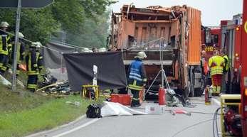 Der Müllwagen war am 11. August 2017 bei Nagold im Kreis Calw auf ein voll besetztes Auto gestürzt.