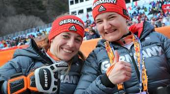 Anna-Lena Forster (r) siegte in der Super Kombination vor Anna Schaffelhuber.