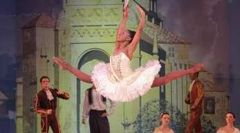 """Ballerina Michaela DePrince bei einer Probe des Stücks """"Don Quixote"""" im Joburg Theatre in Johanesburg."""