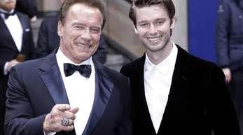 Arnold Schwarzenegger und sein Sohn Patrick kommen 2017 in Berlin.