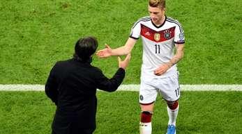 Bundestrainer Joachim Löw muss erneut auf Marco Reus (r) verzichten.