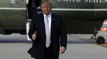Daumen hoch: US-Präsident Donald Trump signalisiert Kontrolle. Neben härteren Strafen für Dealer sollen zu dem Regierungsprogramm auch eine Reduzierung der verschriebenen Schmerzmittel um ein Drittel gehören.