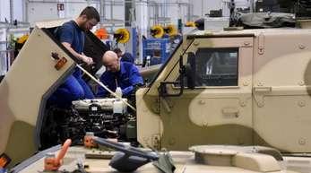 Werk der Heeresinstandsetzungslogistik GmbH in Doberlug-Kirchhain. Das Unternehmen mit seinen 250 Mitarbeitern ist für Wartung und Materialerhaltung von Bundeswehr Landsystemen zuständig.