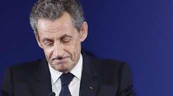 Frankreichs ehemaliger Staatspräsident Nicolas Sarkozy soll sich in Polizeigewahrsam befinden.