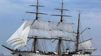 Das Segelschulschiff der Deutschen Marine, die «Gorch Fock», bei der traditionellen Geschwaderfahrt der Hanse Sail auf der Ostsee vor Rostock-Warnemünde.