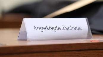 Der leere Platz der Angeklagten im Gerichtssaal im Oberlandesgericht in München.