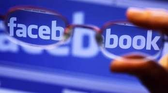 Jüngst war bekannt geworden, dass die Datenanalyse-Firma Cambridge Analytica sich unerlaubt Zugang zu Daten von mehr als 50 Millionen Facebook-Nutzern verschaffen konnte.