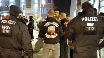 Polizisten begleiten ein Treffen der türkischstämmigen Rockergruppe «Osmanen Germania» (Archivbild).