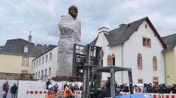 Der «Riesen-Marx» wird erst am 5. Mai enthüllt.