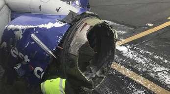 Zerstörte Turbine des Flugzeugs der Fluggsellschaft Southwest Airlines in Philadelphia.