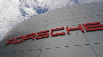 Die Ermittlungen richten sich gegen Mitarbeiter der Porsche AG wegen des Verdachts des Betruges und der strafbaren Werbung.