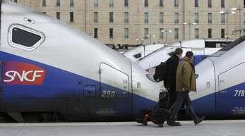 Es war bereits der achte Streiktag in Frankreich seit Anfang April, die Eisenbahner hatten insgesamt 36 Streiktage bis Ende Juni angekündigt.