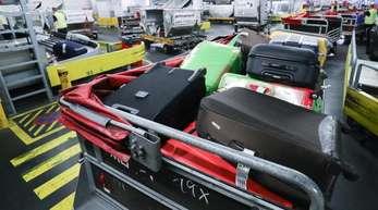 Gepäckabfertigung am Flughafen Hamburg.