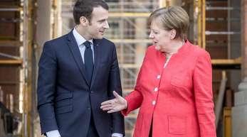 Der französische Präsident und die deutsche Kanzlerin zu Beginn des Treffens in Berlin.