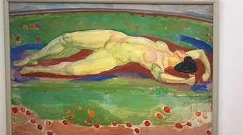 Das Gemälde der liegenden Frau heißt Le Désir (Das Verlangen) und stammt von 1908.