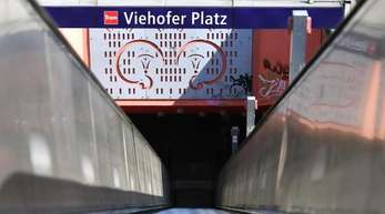 Die junge Frau war am Freitag vergangener Woche an der U-Bahn Stadion «Viehofer Platz» überfallen worden.