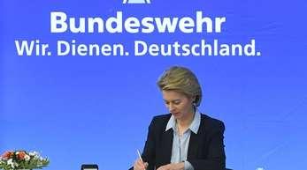 Sie hält Nachgiebigkeit gegenüber Wladimir Putin für einen Fehler: Verteidigungsministerin Ursula von der Leyen.