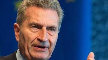 Der Entwurf für den künftigen europäischen Finanzrahmen war Anfang Mai von Oettinger und EU-Kommissionspräsident Jean-Claude Juncker präsentiert worden.