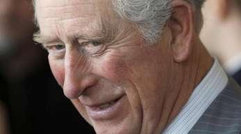 Prinz Charles springt für Meghans Vater ein.