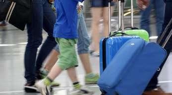 Gerade vor Beginn der Ferien kommt es immer wieder vor, dass Eltern ihre Kinder die Schule schwänzen lassen.