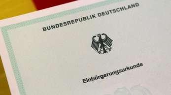 Insgesamt haben im vergangenen Jahr rund 112.200 Ausländer einen deutschenPass bekommen.