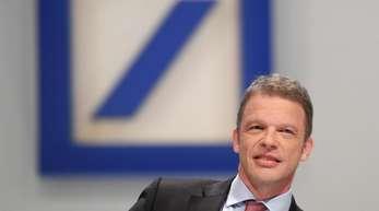 Christian Sewing, Vorstandsvorsitzender der Deutschen Bank, zu Beginn der Hauptversammlung in der Frankfurter Festhalle.