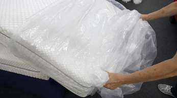 Nach Schätzungen des Fachverbandes und des Handelverbandes Textil wird in Deutschland jährlich rund eine Milliarde Euro für Matratzen ausgegeben.