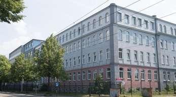 Flüchtlingsheim in Dresden. Bei einem Einsatz in der Erstaufnahmeeinrichtung wurden zwei Beamte und ein Wachmann verletzt.