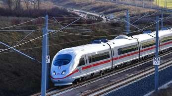 Die Fahrzeit zwischen Berlin und München war durch die neue Strecke von sechs Stunden auf rund vier Stunden im Sprinter gesunken.
