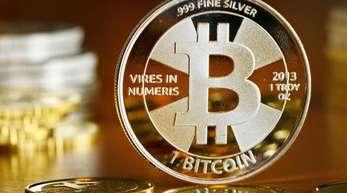 Transaktionen mit Kryptowährungen wie dem Bitcoin seien langsam und teuer, sagt die BIZ.