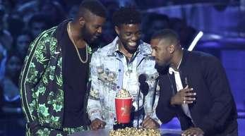 Winston Duke (l-r), Chadwick Boseman und Michael B. Jordan wurden für «Black Panther» ausgezeichnet.