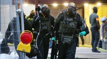 In Köln hatte die Polizei wegen des Verdachs auf Umgang mit giftigen Stoffen die Wohnung eines Mannes gestürmt.