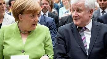 Kanzlerin Angela Merkel will bei einem Sondertreffen mit mehreren EU-Staaten bilaterale Abkommen zur Flüchtlingspolitik vereinbaren, um so den Konflikt mit der Schwesterpartei CSU zu entschärfen.