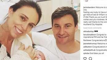 Die neuseeländische Premierministerin Jacinda Ardern und ihren Partner Clarke Gayford mit ihrem Baby.