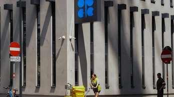 Das Opec-Logo inWien. Vor dem Treffen der Opec-Staaten erwarten Experten, dass das Kartell den Öl-Hahn wieder etwas weiter aufdreht.