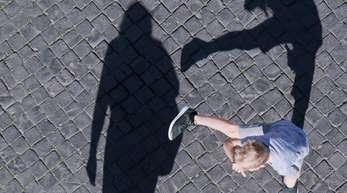Kinder mit ADHS sind oft hibbelig, können sich nur schwer länger konzentrieren und ihre Gefühle nicht so gut kontrollieren.