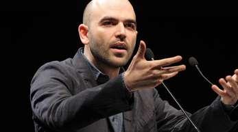 Roberto Saviano kämpft gegen die Mafia und engagiert sich gegen fremdenfeindliche Strömungen in Italien.