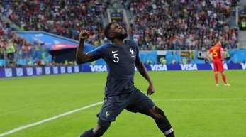 Der Franzose Samuel Umtiti feiert seinen Treffer zum 1:0.