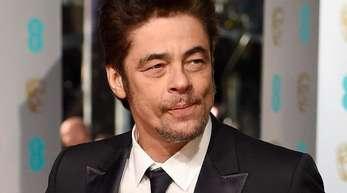 Benicio Del Toro 2016 bei der Verleihung der 69. British Academy Film Awards.