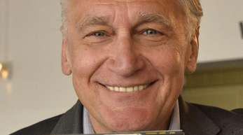 Der österreichische Musiker Rainhard Fendrich spricht über Geld und Freiheit.