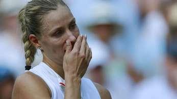 Angelique Kerber zeigt sich bei der Siegerehrung tief gerührt.