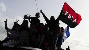 Sandinistische Unterstützer warten in Masaya auf die Ankunft von Daniel Ortega, Präsident Nicaraguas.