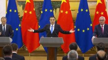 Chinas Ministerpräsident Li Keqiang (m.), Jean-Claude Juncker (r.), Präsident der Europäischen Kommission, und Donald Tusk, Präsident des Europäischen Rates.
