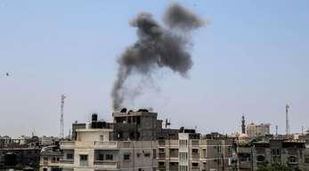 Rauchwolken nach einem Angriff auf Ziele im Gazastreifen: Am Wochenende eskalierte der Konflikt zwischen Israel und militanten Palästinensern.