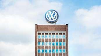 Im wichtigsten Markt China lieferten die VW-Konzernmarken in der ersten Jahreshälfte knapp zwei Millionen Neuwagen aus - ein Plus von 9,2 Prozent.