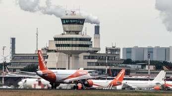 Flugzeuge der britischen Fluggesellschaft EasyJet auf dem Flughafen Tegel in Berlin.