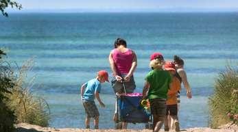 In der gesamten EUkonnten sich 2017 30,5 Prozent der Menschen keine einwöchige Urlaubsreise leisten.