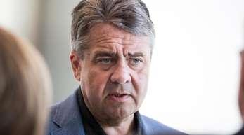Wenn der Erhalt von Thyssenkrupp nicht gelänge, bedeute dies einen weiteren «Rückschlag gegen die Demokratiefeinde in Deutschland», sagt Sigmar Gabriel.
