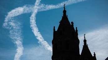 Türme des Wormser Doms: Die Mitgliederzahlen von katholischer und evangelischer Kirche gehen schon seit langem zurück.
